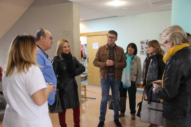 La directora gerente del IMAS visita la residencia de mayores de Alhama, Foto 3