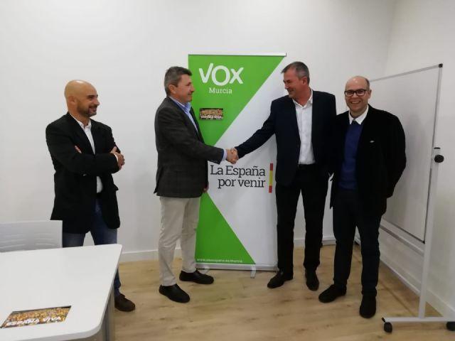 VOX da la bienvenida al concejal del Ayuntamiento de San Pedro del Pinatar Pedro Fenol Andreu - 2, Foto 2