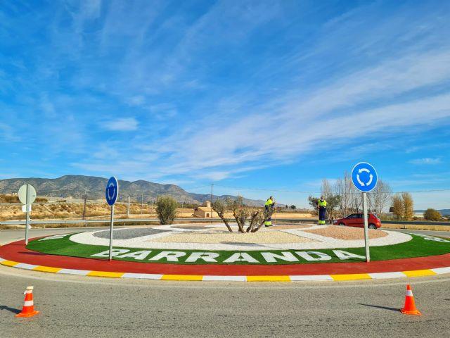 Las siete rotondas de acceso a las pedanías de Caravaca mejoran su imagen con un programa de empleo público dirigido por el Ayuntamiento - 1, Foto 1