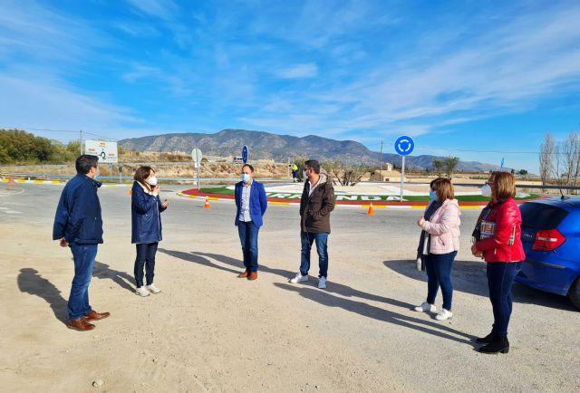 Las siete rotondas de acceso a las pedanías de Caravaca mejoran su imagen con un programa de empleo público dirigido por el Ayuntamiento - 3, Foto 3