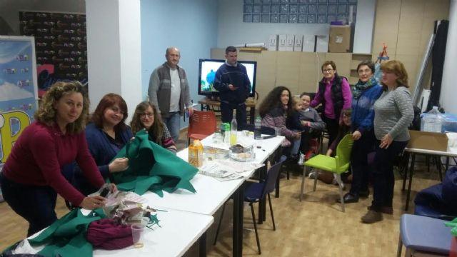 D´Genes y AELIP dan la bienvenida a la Navidad con un taller navideño en el Centro Multidisciplinar Celia Carrión Pérez de Tudela - 1, Foto 1