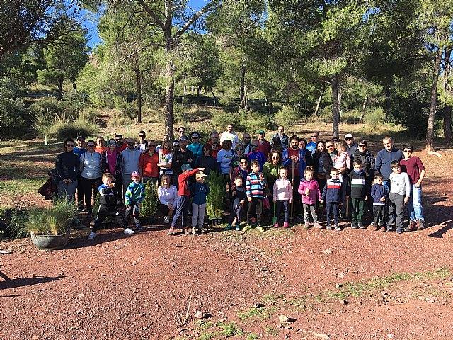 El club senderista de Totana organizó un año más el Día del Árbol