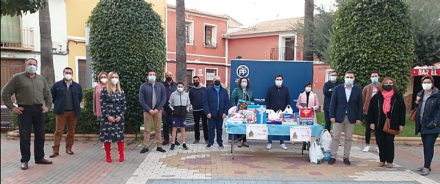 Gran respuesta solidaria de los torreños en la campaña navideña de recogida de alimentos y juguetes impulsada por NNGG - 1, Foto 1