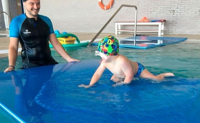 The maintenance of the Aquatic Therapy Service for the school children is extended by the Physical Therapy Service of the educational centers of Totana during 2019