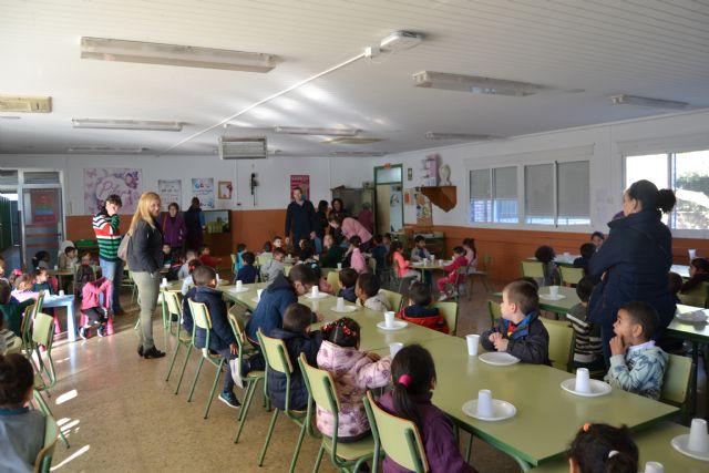 El Colegio Ramón y Cajal y el Colegio URCI han compartido un desayuno saludable de convivencia con sus  alumnos de infantil de 3 a 5 años - 2, Foto 2