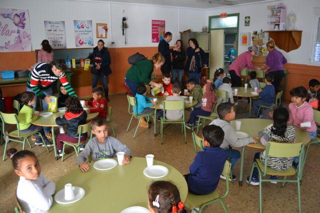 El Colegio Ramón y Cajal y el Colegio URCI han compartido un desayuno saludable de convivencia con sus  alumnos de infantil de 3 a 5 años - 3, Foto 3