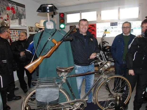 "The Association of Police Bikers ""Guardian Angels"" of Alicante visit the Museum of Totana Local Police"