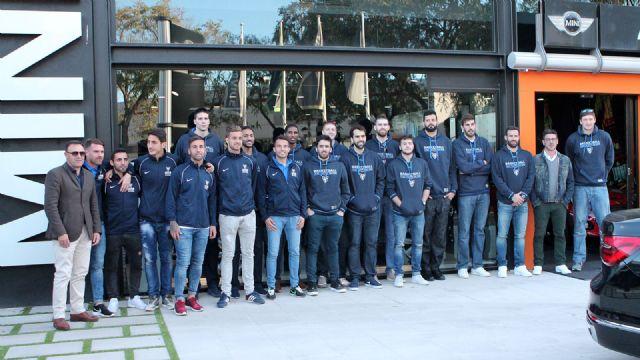 Entrega de los coches de BMW a los jugadores del UCAM Murcia CB - 1, Foto 1