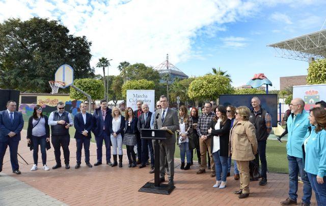 Murcia muestra su compromiso social con la VI Marcha solidaria en familia de las AMPAs - 1, Foto 1