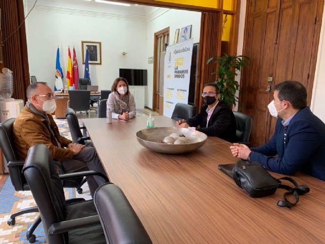 El presidente de D´Genes se reúne con la alcaldesa de Águilas para darle a conocer el trabajo de la asociación