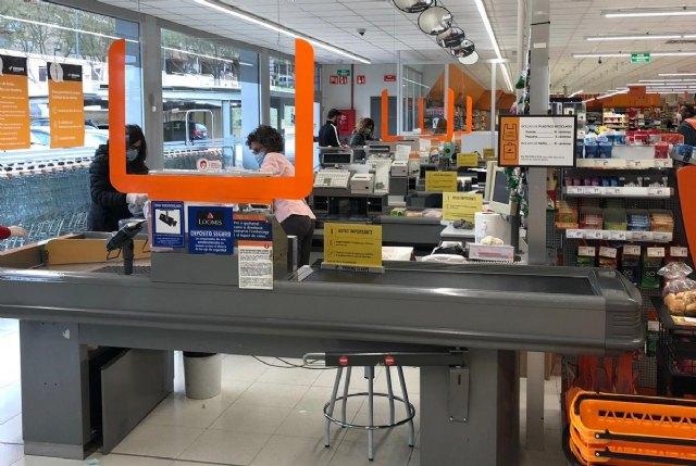 Consum completa la instalaci�n de mamparas de seguridad en las cajas de todos sus supermercados, Foto 1