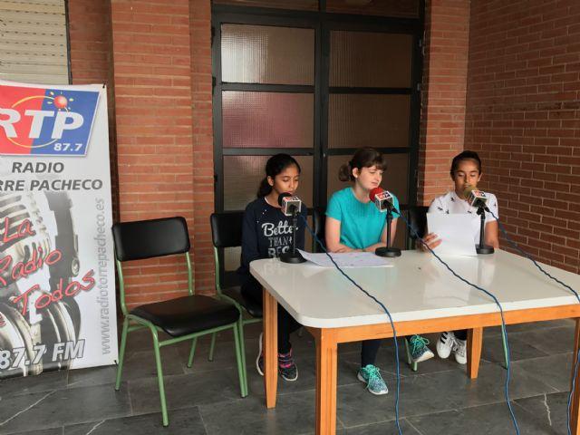 Los alumnos de Dolores de Pacheco hacen sus pinitos en el periodismo radiofónico - 2, Foto 2