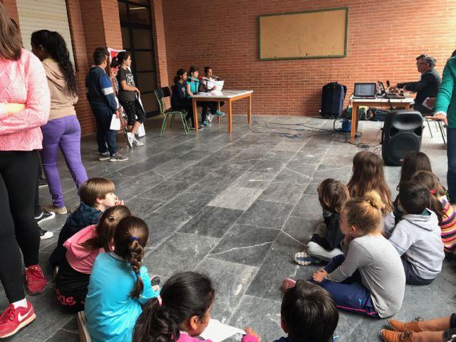 Los alumnos de Dolores de Pacheco hacen sus pinitos en el periodismo radiofónico - 3, Foto 3