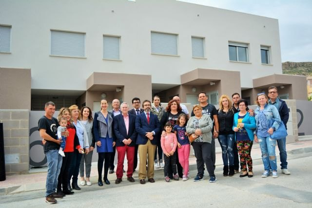 Fomento entrega en Ojós las llaves de cinco viviendas de promoción pública de alquiler a familias con necesidades de residencia - 1, Foto 1