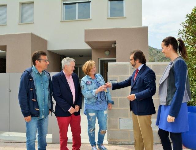 Fomento entrega en Ojós las llaves de cinco viviendas de promoción pública de alquiler a familias con necesidades de residencia - 2, Foto 2