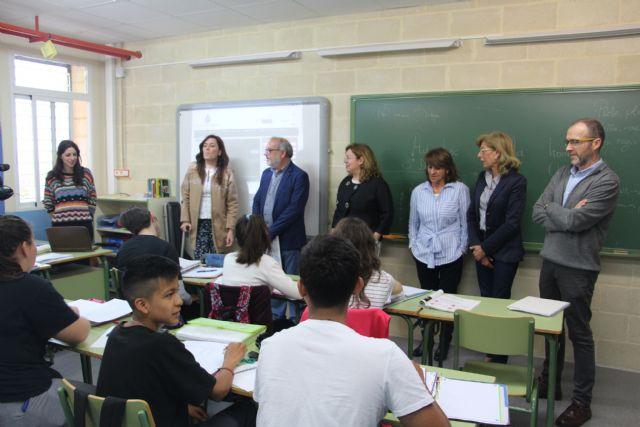 El Ayuntamiento asesora a los alumnos de los institutos del municipio sobre posibles vías formativas y laborales - 2, Foto 2