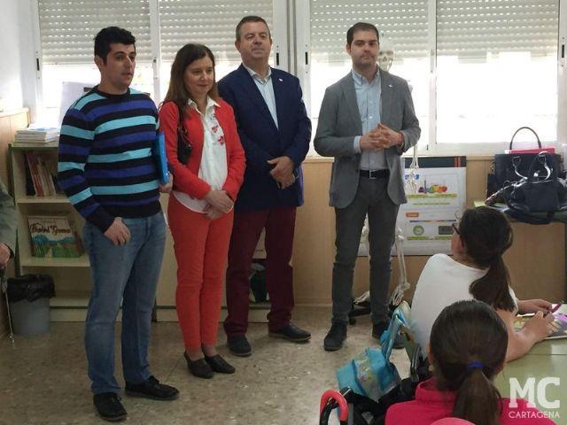 El compromiso de MC con la sostenibilidad lleva ochocientos ejemplares de ciprés cartagenero a los escolares de La Aljorra - 1, Foto 1
