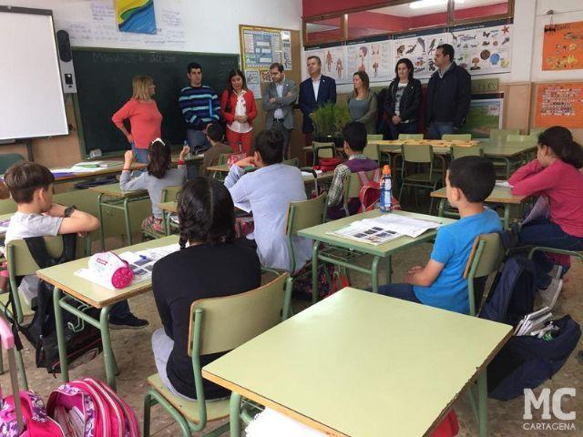 El compromiso de MC con la sostenibilidad lleva ochocientos ejemplares de ciprés cartagenero a los escolares de La Aljorra - 2, Foto 2