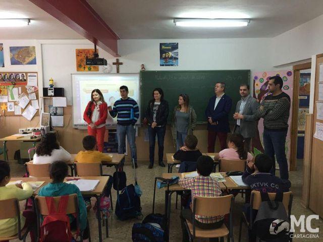 El compromiso de MC con la sostenibilidad lleva ochocientos ejemplares de ciprés cartagenero a los escolares de La Aljorra - 3, Foto 3