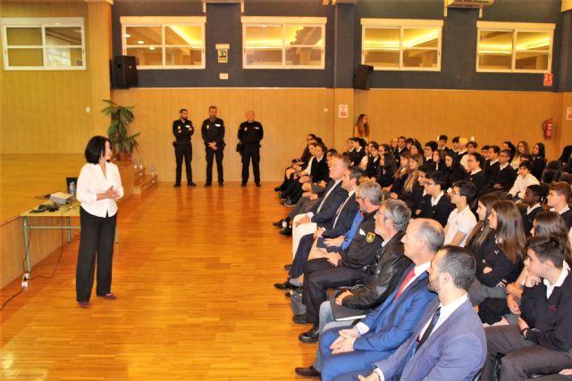 El delegado del Gobierno ha presentado una de las charlas incluidas en el Plan Director para la convivencia y mejora de la seguridad en los centros educativos y sus entornos - 3, Foto 3