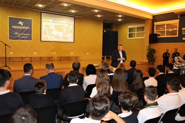 El delegado del Gobierno ha presentado una de las charlas incluidas en el Plan Director para la convivencia y mejora de la seguridad en los centros educativos y sus entornos - 5, Foto 5