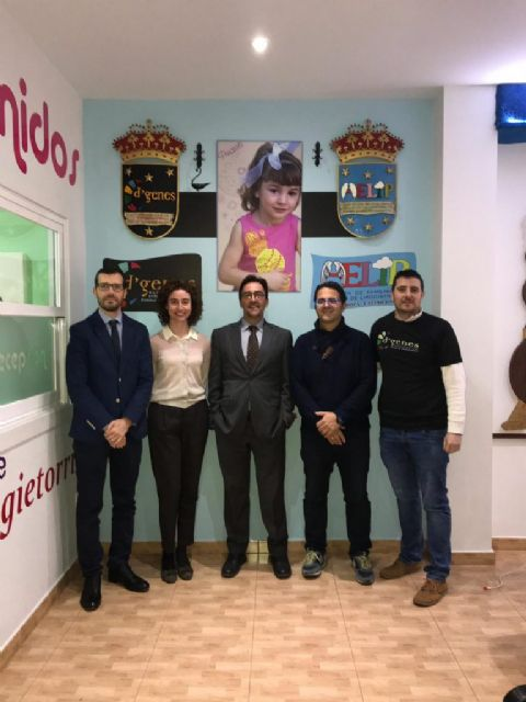 La Obra Social de La Caixa dona 2.000 euros a la Asociación de Enfermedades Raras D´Genes