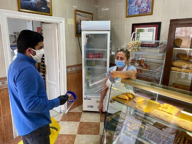 El Ayuntamiento de Puerto Lumbreras reparte 300 pantallas de autoprotección a los trabajadores de los comercios - 4, Foto 4