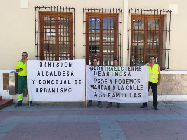 Los trabajadores de ARIMESA afectados por el cierre de su empresa piden en el Ayuntamiento de Santomera la dimisión de la alcaldesa del PSOE - 1, Foto 1