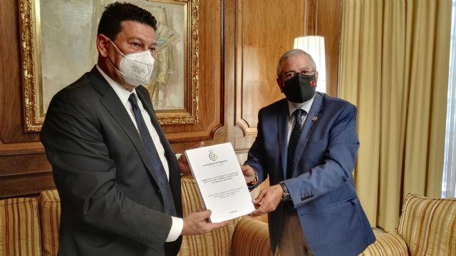 La Comunidad de Regantes del Campo de Cartagena entrega al Presidente de la Asamblea sus aportaciones al Proyecto de Ley del Mar Menor - 1, Foto 1