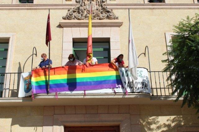 Colocan la bandera LGTBI en la fachada consistorial para visibilizar la defensa de los derechos de este colectivo ciudadano con motivo del Día Internacional del Orgullo - 3, Foto 3