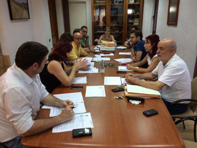 La Junta de Gobierno Local de Molina de Segura adjudica los servicios de cursos y talleres y de gestión de salas municipales de exposiciones - 1, Foto 1