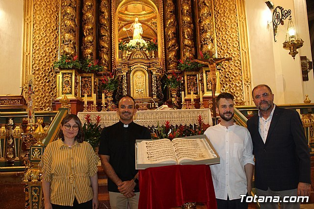 The Musical Manuscript discovered in the summer of 2017 in the parish of Santiago El Mayor is presented