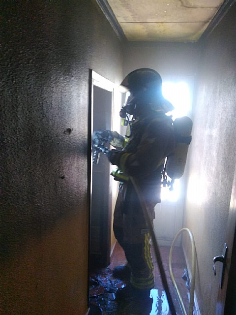 Bomberos CEIS apagan incendio vivienda en Yecla - 1, Foto 1