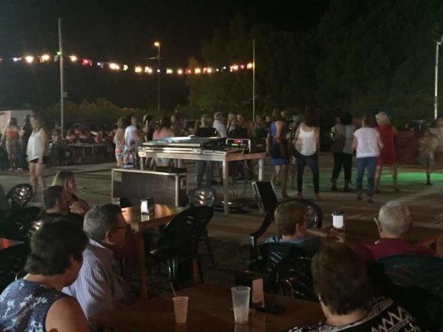Numerosas personas disfrutaron de las fiestas de La Paloma, solidarias con D´Genes, Foto 3