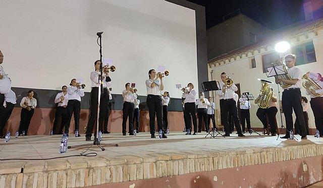 Música al raso. La Banda de Cornetas y Tambores de El Cigarralejo ofrecía este viernes un gran concierto en la Terraza-Auditorio del Centro Joven - 1, Foto 1