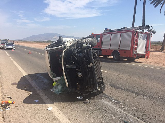 Emergency services are directed to meet a man who was injured after suffering overturning his vehicle in Totana