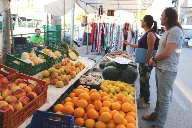 The Councilor of Weekly Market and Supply Square starts a round to introduce the street vendors of this service, Foto 3