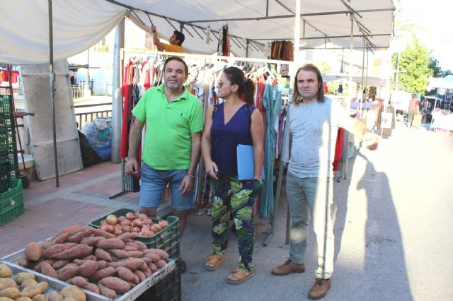 The Councilor of Weekly Market and Supply Square starts a round to introduce the street vendors of this service, Foto 4