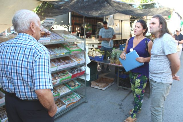 The Councilor of Weekly Market and Supply Square starts a round to introduce the street vendors of this service, Foto 6