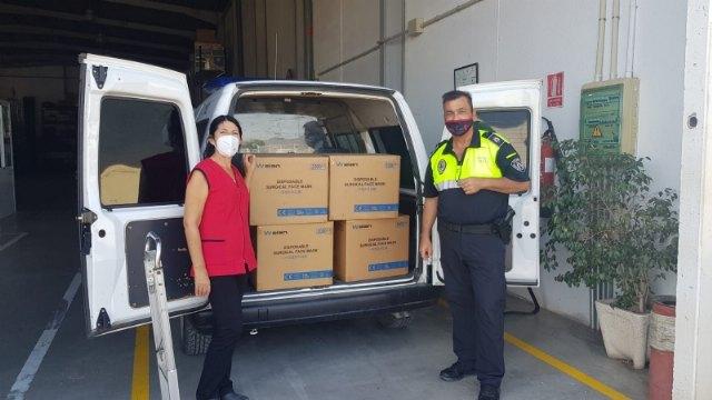 La Delegación del Gobierno entrega 8.000 mascarillas para repartir a los colectivos más vulnerables y personal de servicios esenciales - 2, Foto 2