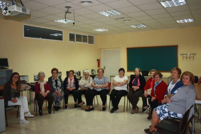 Comienzo del taller menopausia, consecuencias y ejercicios del suelo pélvico - 1, Foto 1