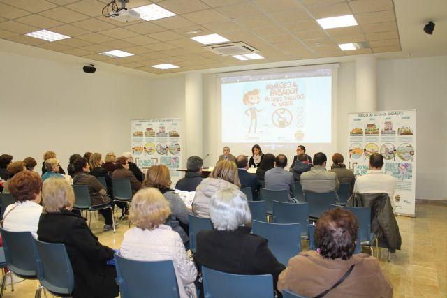 Alcaldesa y directivos de ESAMUR y ACCIONA presentan la campaña municipal de concienciación '¡No viajes al pasado!, no tires toallitas al váter' - 2, Foto 2