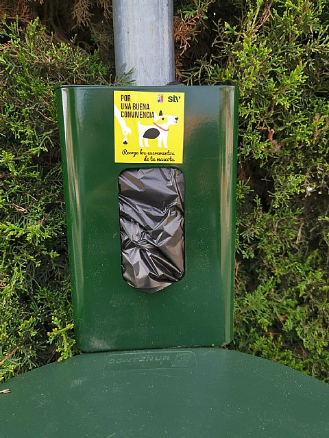 STV inicia la instalación de 50 papeleras con bolsas para excrementos caninos en todo el municipio - 2, Foto 2