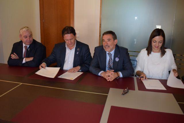 La Jefatura Provincial de Tráfico y Mazarrón firman un acuerdo pionero en la Región de Murcia para fomentar los desplazamientos activos y sostenibles entre los escolares - 2, Foto 2