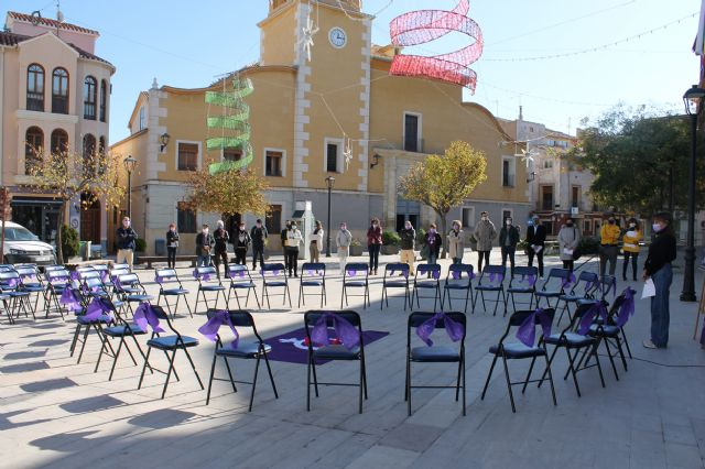 El Ayuntamiento de Bullas rinde un homenaje a las mujeres víctimas de Violencia de Género - 3, Foto 3