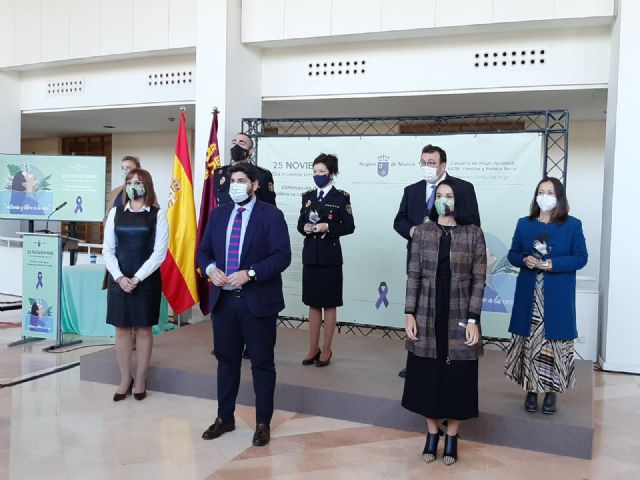 Entrega premio IES Felipe II premios contra violencia de género, Foto 2