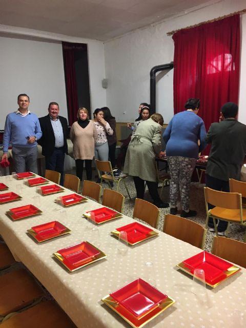 Por cuarto año consecutivo, Cáritas Tres Avemarías ha organizado una cena especial de Noche Buena