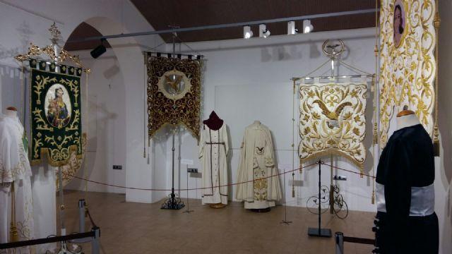 La Hermandad de San Juan Evangelista de Totana participa en una exposición en Alhama de Murcia, Foto 2
