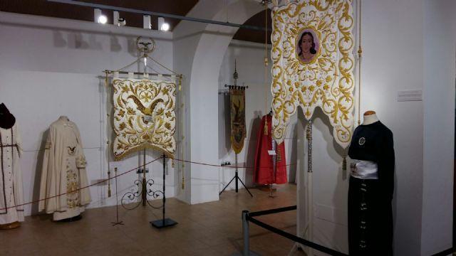La Hermandad de San Juan Evangelista de Totana participa en una exposición en Alhama de Murcia, Foto 3
