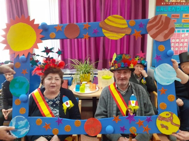 The Seniors Day Center celebrates its particular Carnival Party, with the proclamation of the carnival king and queen
